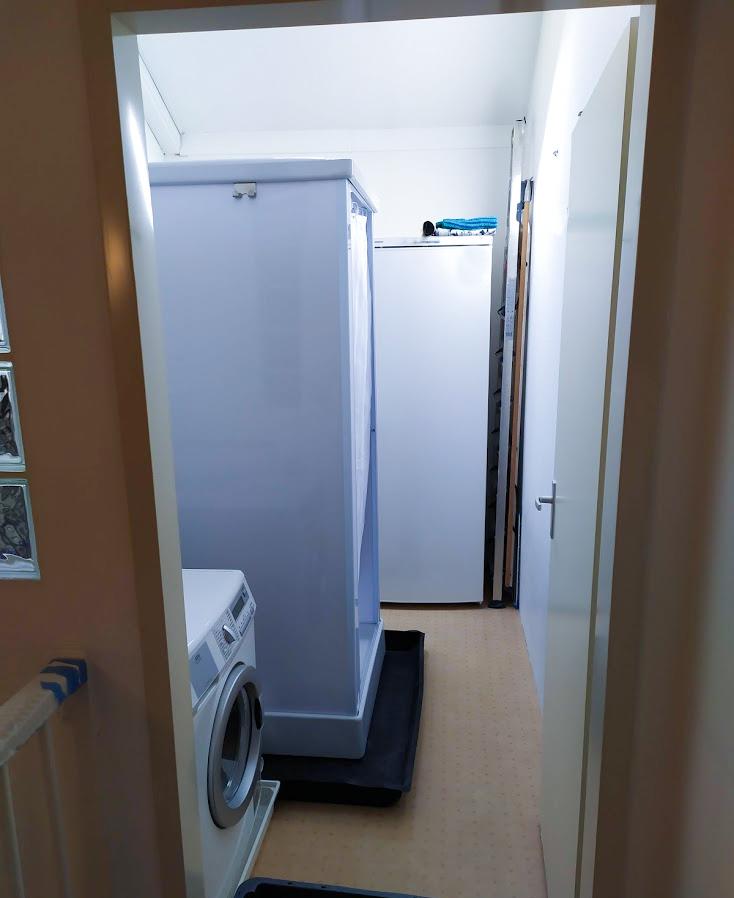 Onze tijdelijke douchecabine bij een klant op zolder